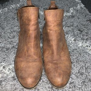 brown fake leather madden girl ankle booties W 9